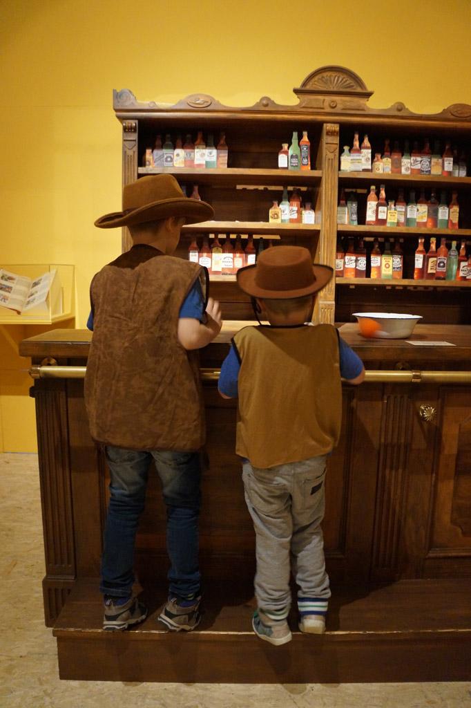 Als cowboys de saloon onveilig maken.
