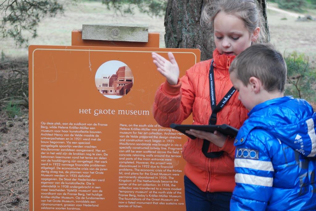 In gesprek met elkaar over het Mysterie van het Nooit Gebouwde Museum.