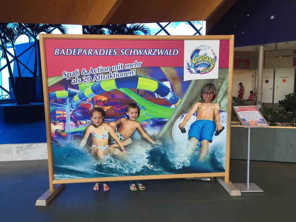 In het zwembad mogen helaas (en logisch!) geen foto's worden gemaakt. De glijbanen zijn nog gaver dan op dit fotobord.