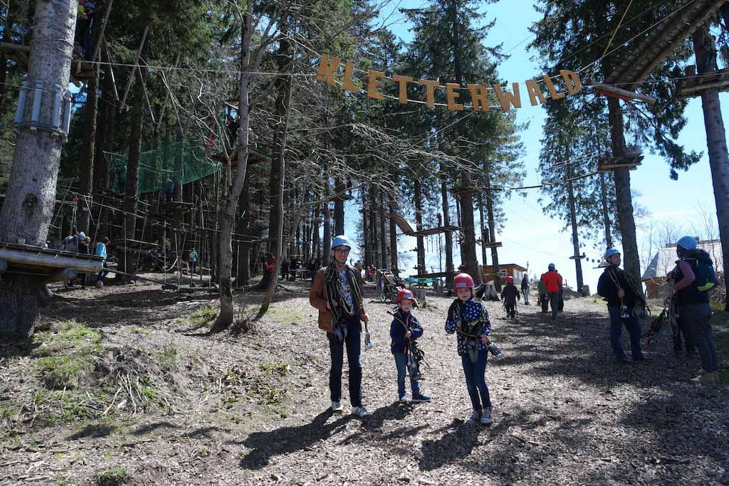Bij de ingang van kletterwald op de Feldberg.