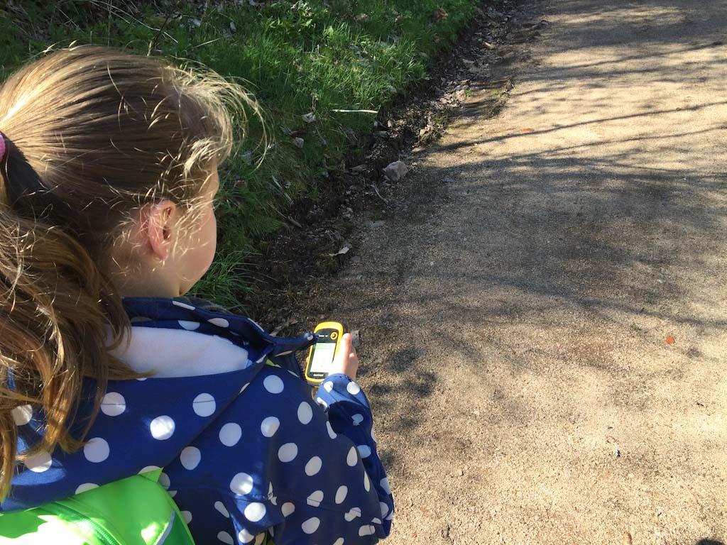 Maureen en Camiel vinden het erg leuk om met het GPS-apparaat te lopen.