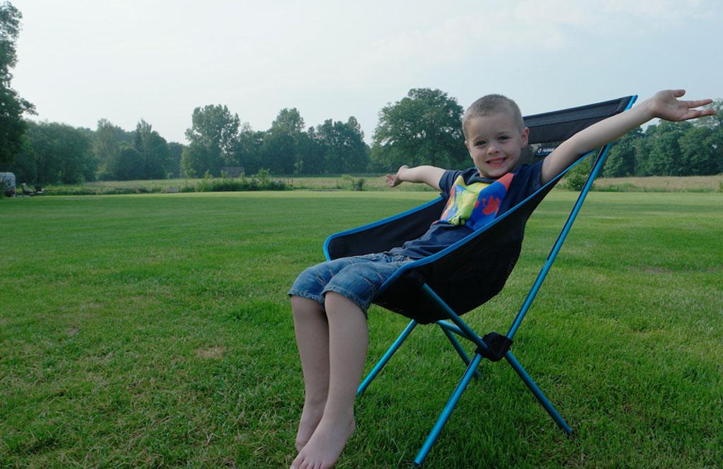 De Camp Chair zit ook prima volgens Camiel.