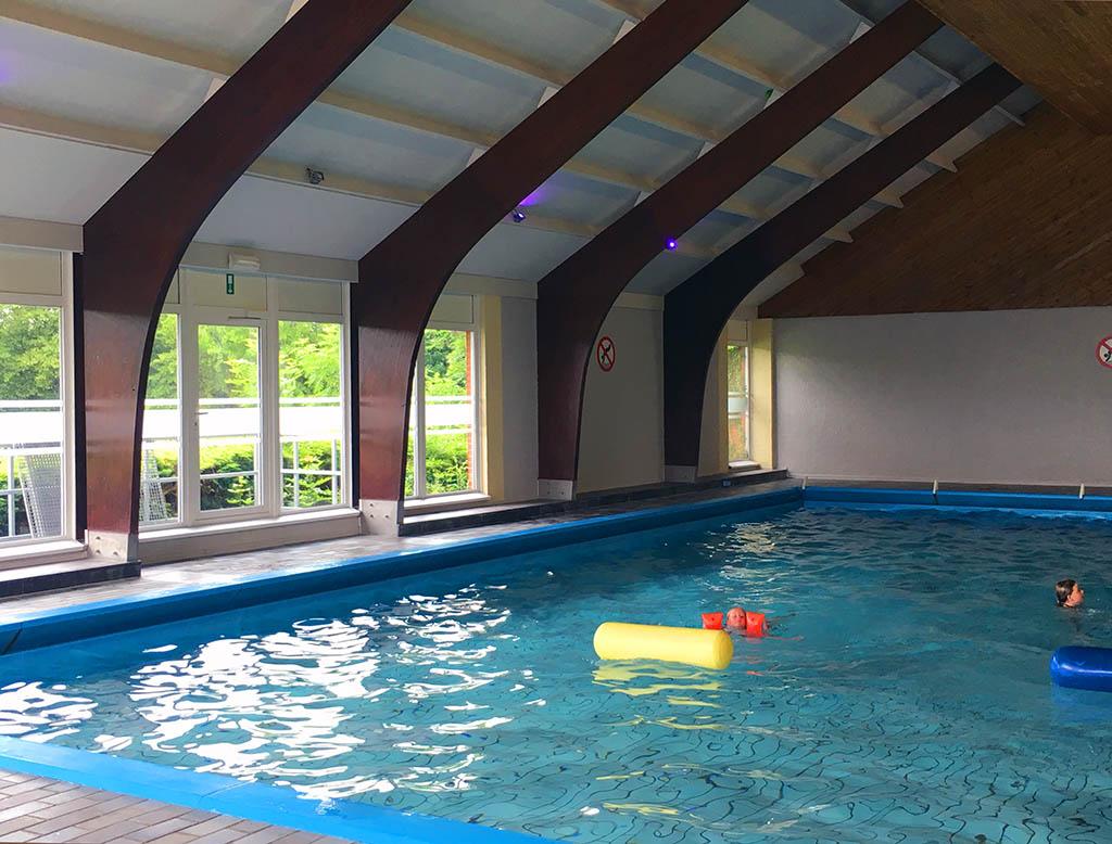 Het zwembad van Les Etoiles. Eenvoudig, maar kinderen hebben niet meer nodig om zich te vermaken.