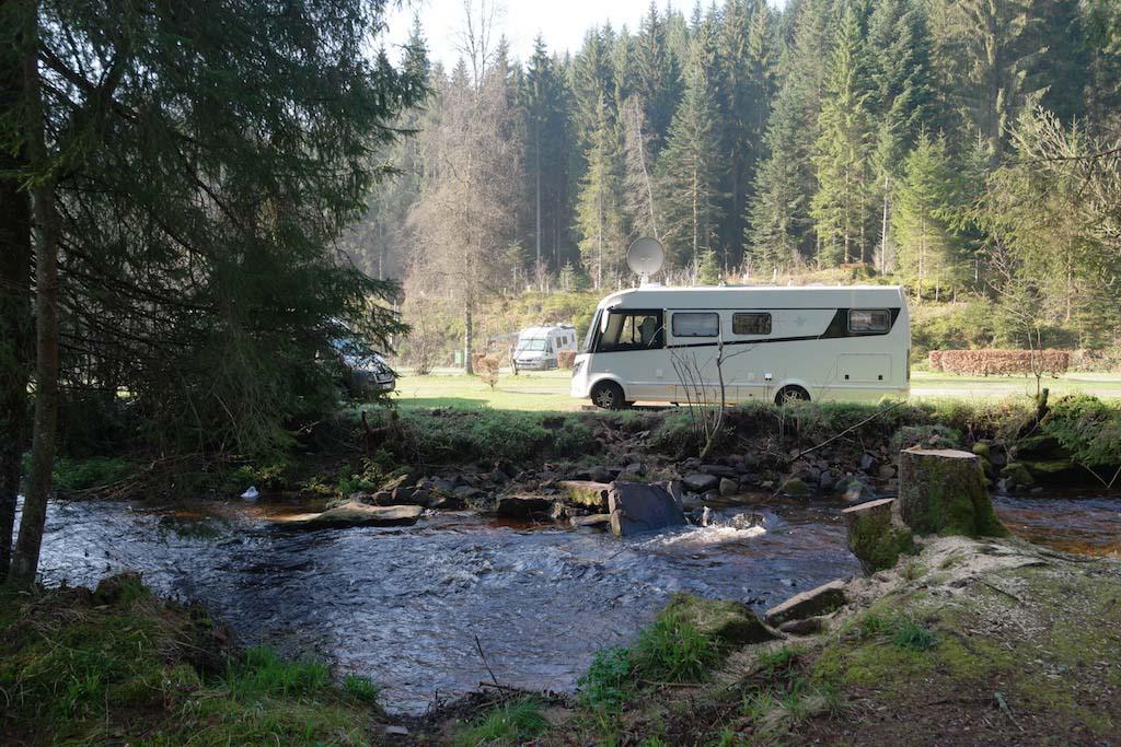 Bij Camping Langenwald kampeer je aan een beekje.