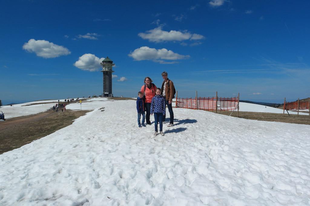Op de Feldberg. In de meivakantie lag er nog sneeuw!