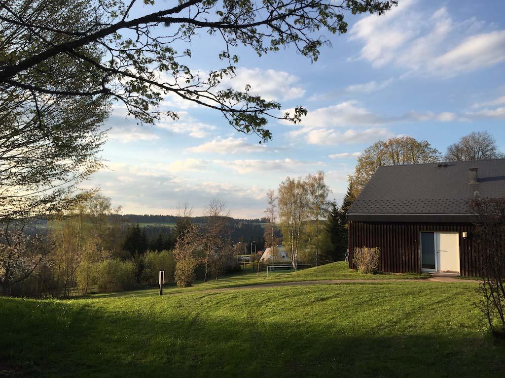 Feriendorf Eckenhof ligt prachtig in de natuur en op een berghelling.