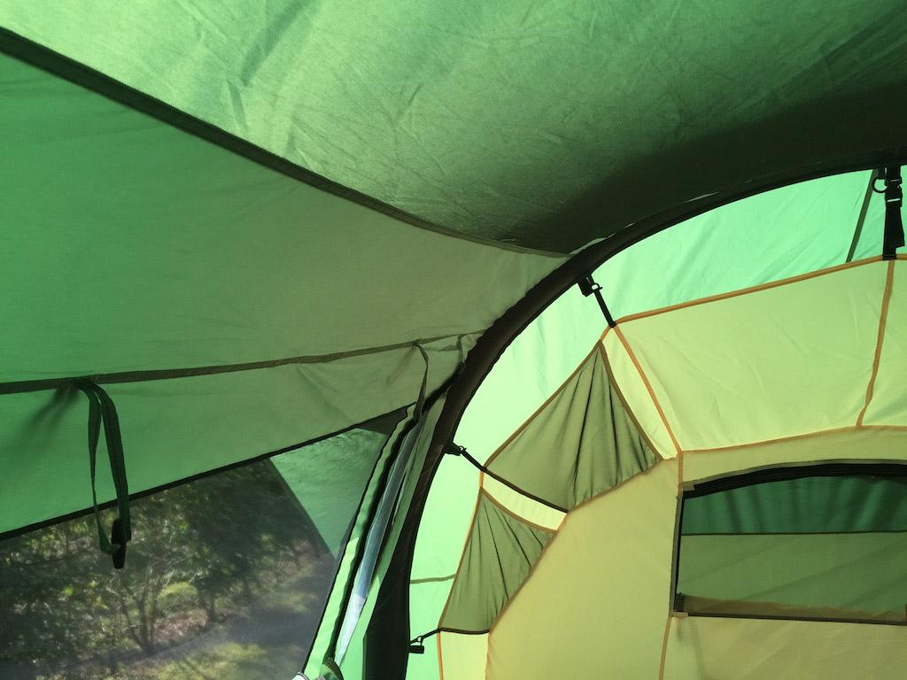 Gaas om te luchten aan alle kanten en zelfs het plafond is er van voorzien.