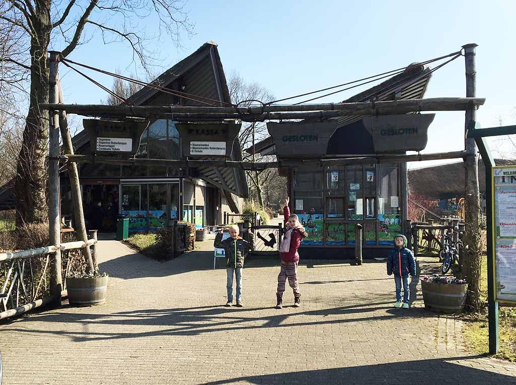 De entree van Plaswijckpark.