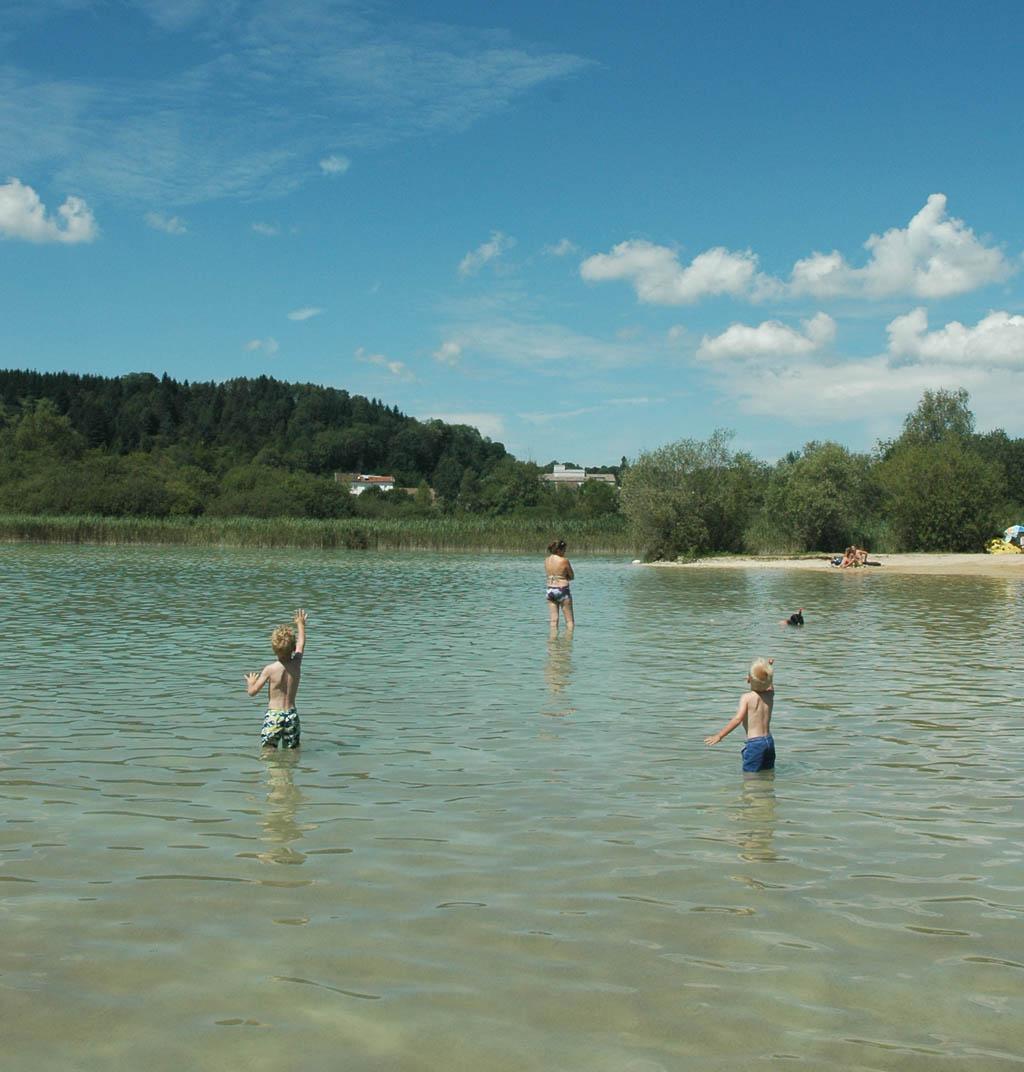 Zwemmen in het meer bij Clairvaux les Lacs.