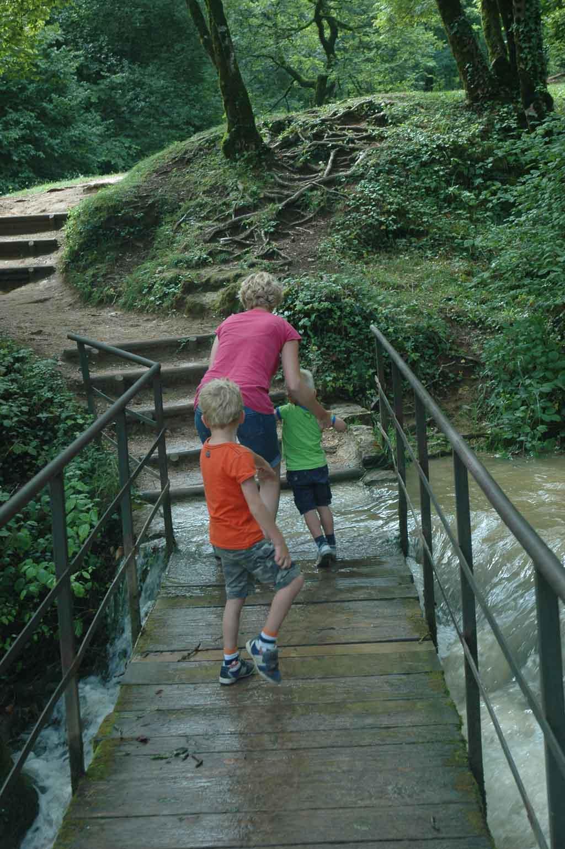 Op weg naar het begin van de waterval.