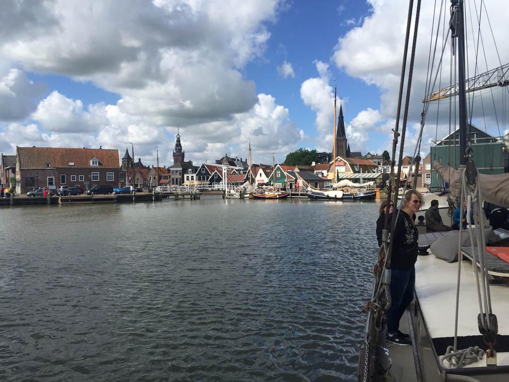 Vertrek uit de haven van Monnickendam.