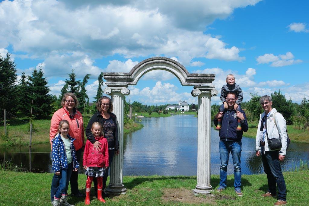 Wat een leuk en onbekend uitje is Landgoed Tenaxx met het dinopark in Groningen.