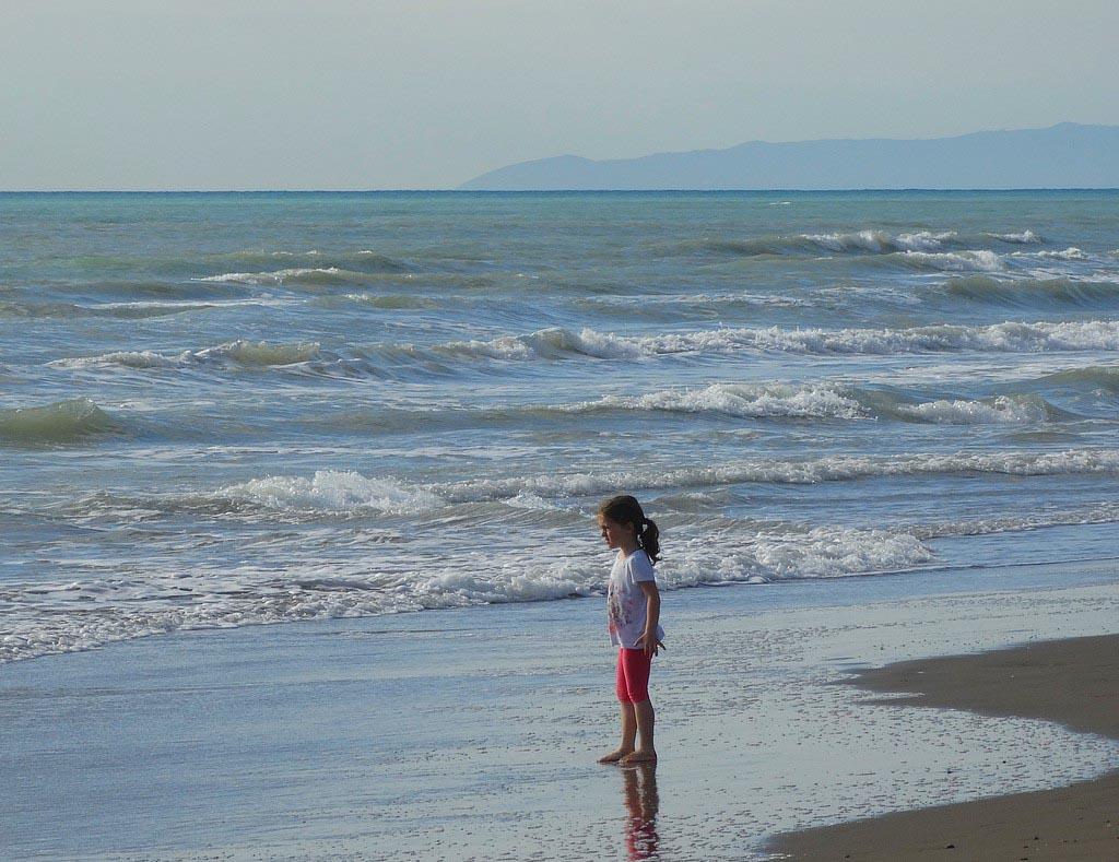 Paradu Tuscany EcoResort ligt direct aan het strand.