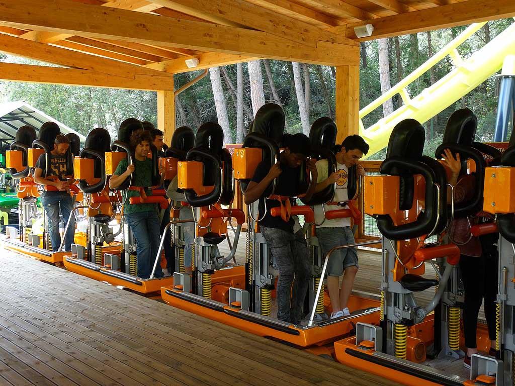 Voor de echte achtbaanfans: een achtbaan waarin je moet staan tijdens het ritje.