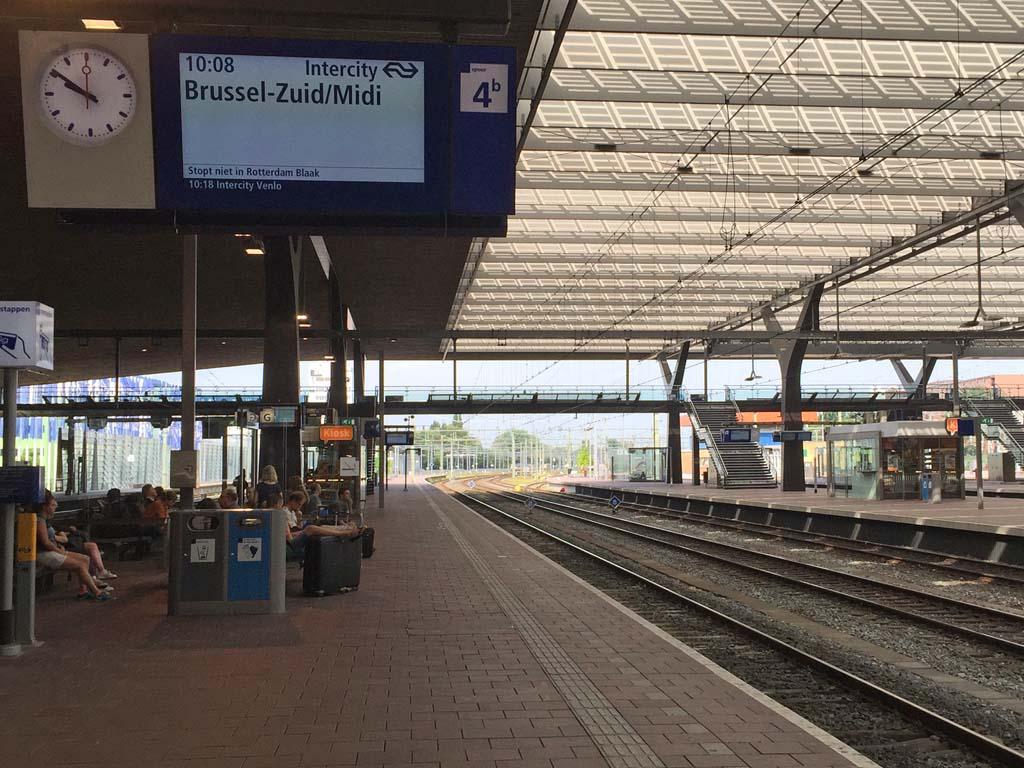 De trein naar Brussel komt er bijna aan.