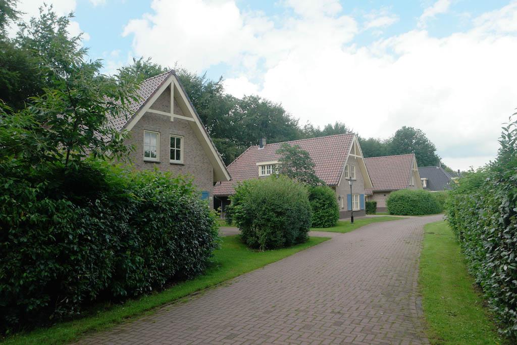 Het straatje met de villa's.