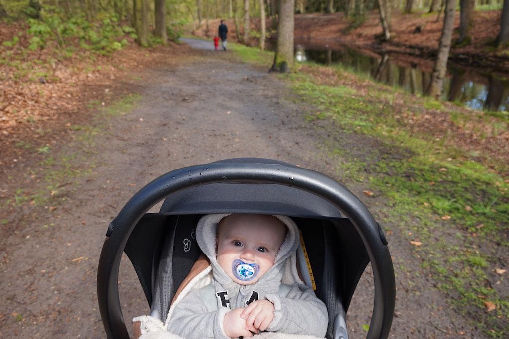 Ook de kinderwagen kan over het pad.