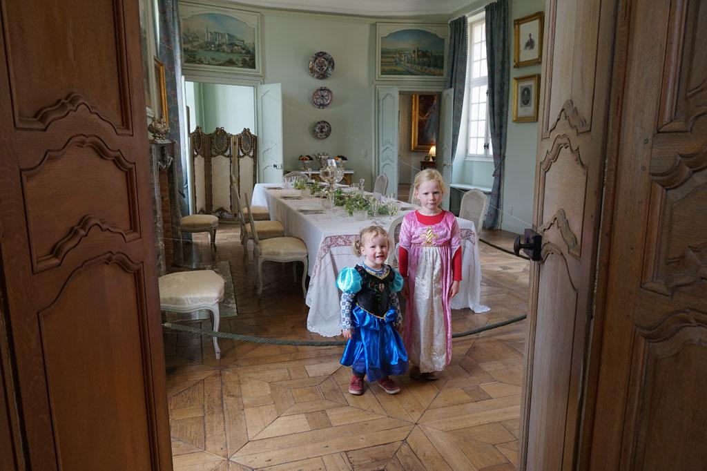 De prinsesjes zijn klaar voor het diner.