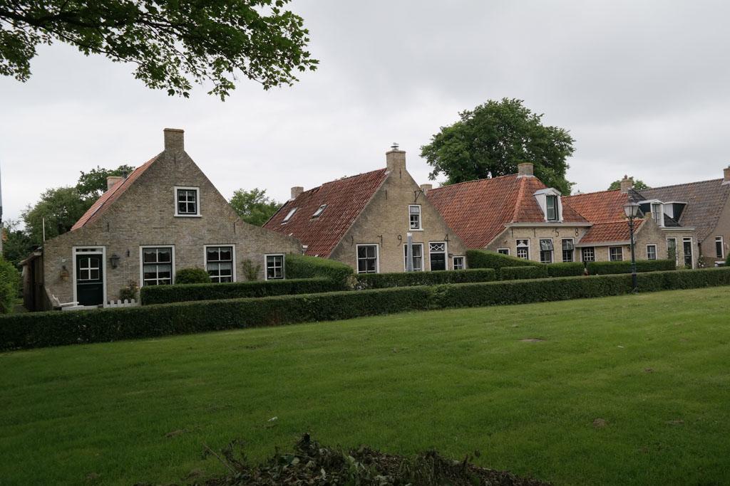 Karakteristieke huizen uit de 17e eeuw in het dorp.