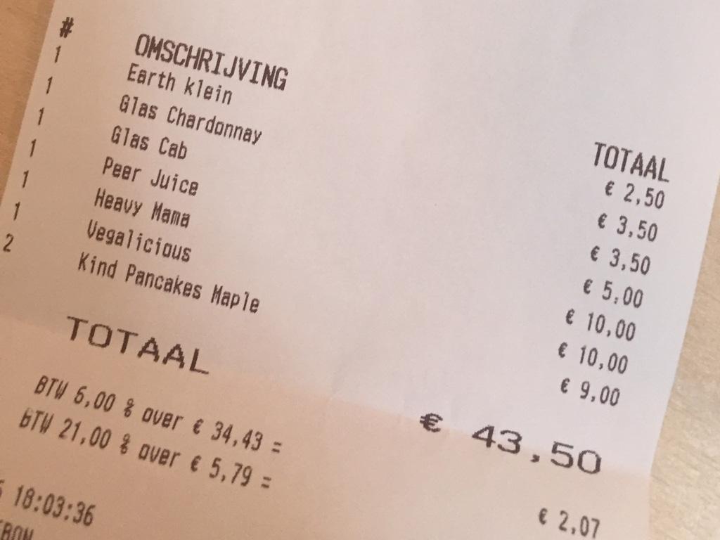 Net iets meer dan 10 euro per persoon. Dat is voordelig uit eten gaan.