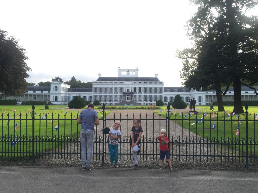 Hoeveel kamers zou Paleis Soestdijk tellen?