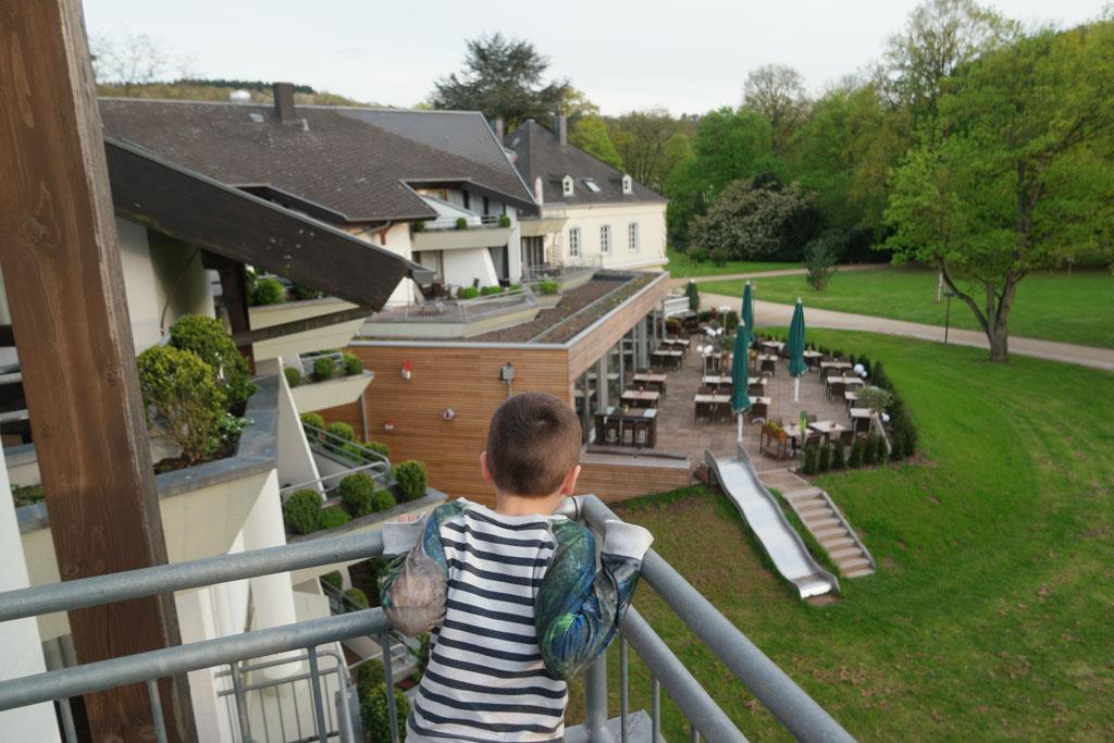 Uitzicht vanaf ons balkon bij Nells Park Hotel.