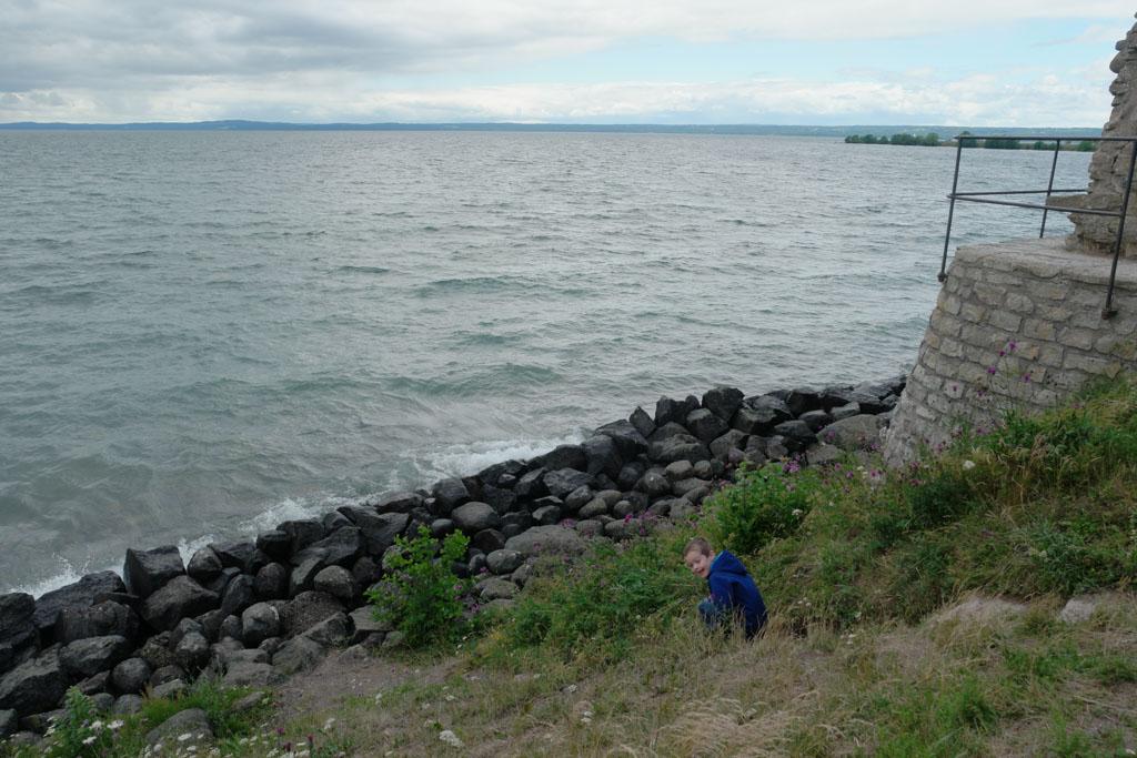 Onze klimgeit wil natuurlijk naar de waterkant klauteren.