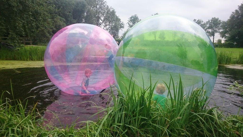 Dikke lol in de aquabubbles bij de Kameryckse Zomerspelen.