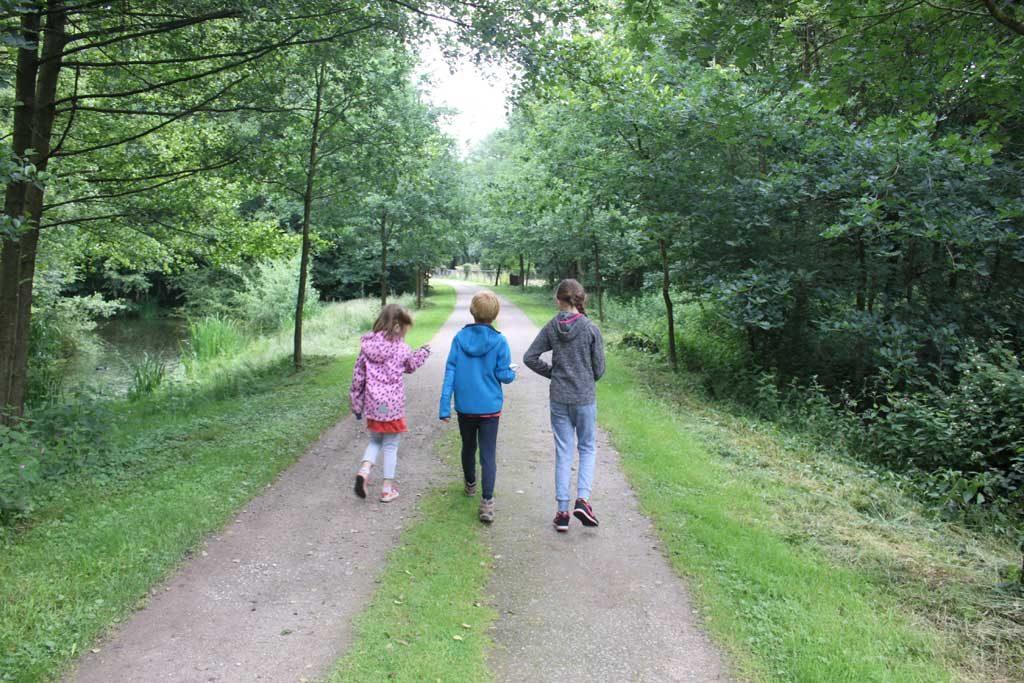 Op pad in het mooie groene wildpark Anholter Schweiz.