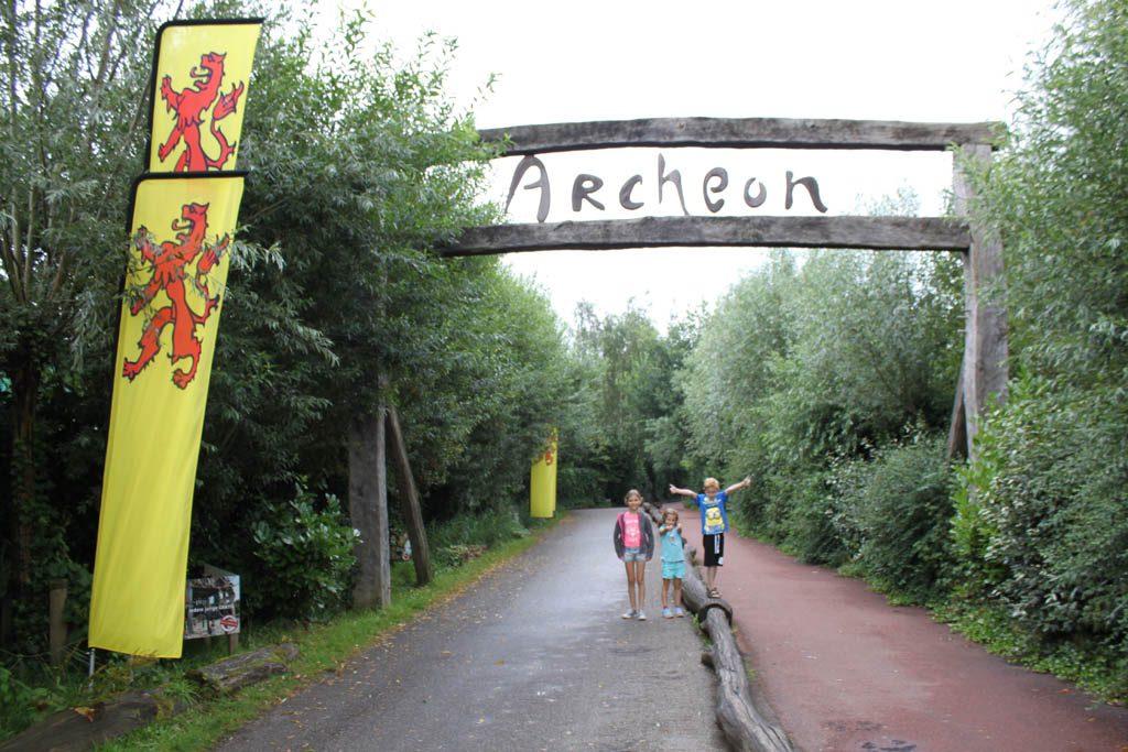 Archeon met kinderen is een actieve reis door de geschiedenis van Nederland.