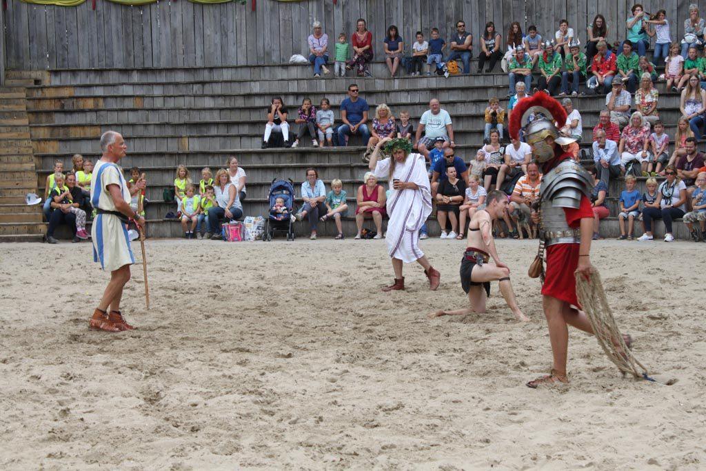 In de arena strijden de gladiatoren voor hun leven. Een spectaculaire show.