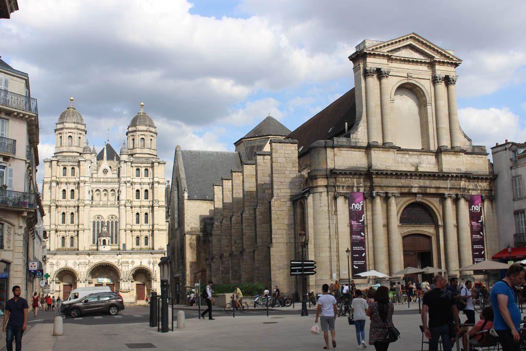 Prachtige gebouwen in Dijon.