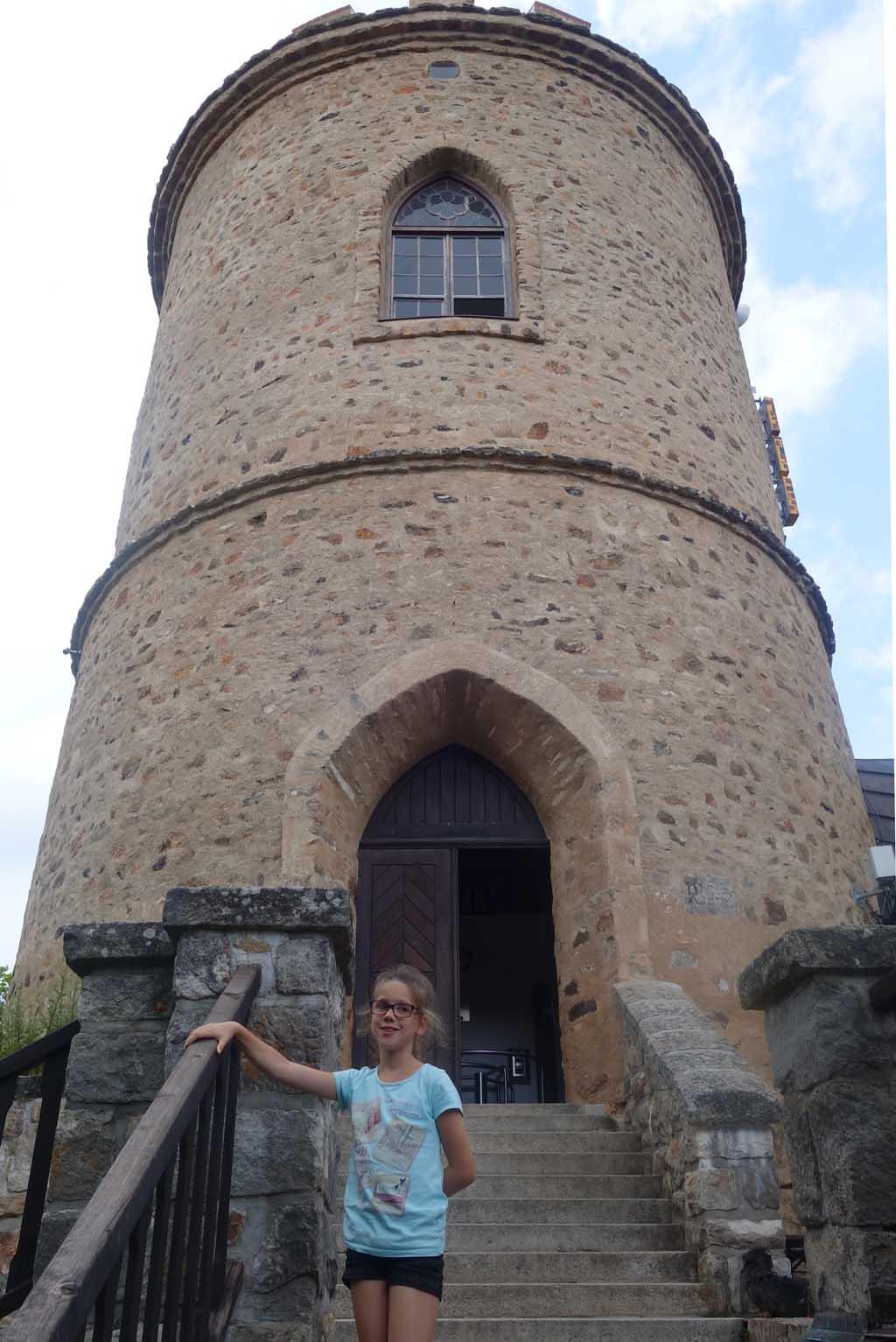 De oude uitkijktoren op berg Klet.