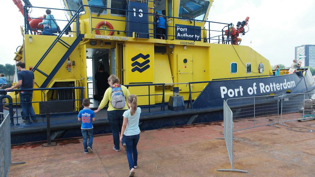 Een van de boten van 'Port of Rotterdam'.