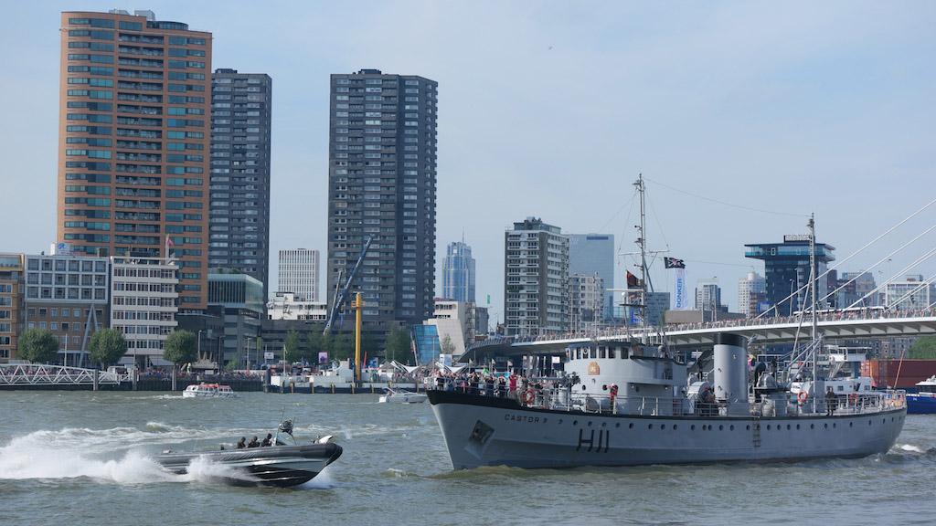 Spectaculair om te zien hoe de Koninklijke Marine de kapers oppakt.
