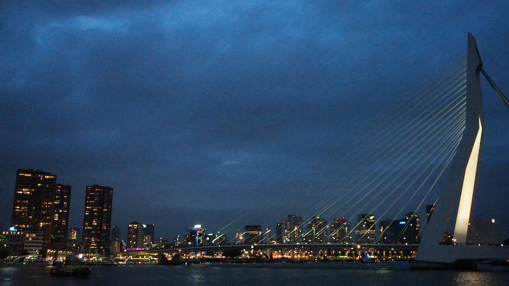 Genieten van de skyline van Rotterdam en alle lichtjes.