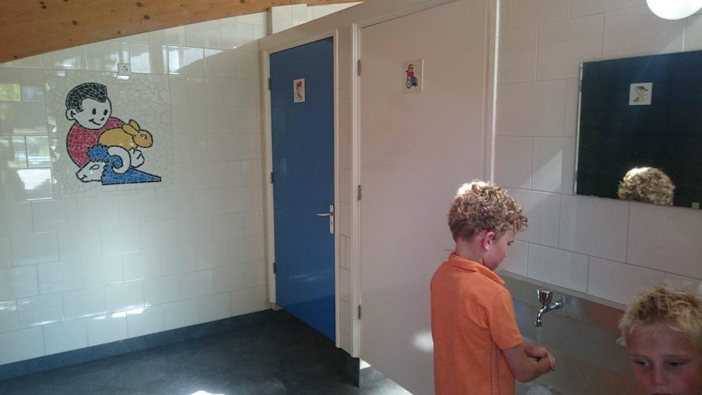 Compleet, schoon en nieuw sanitair.
