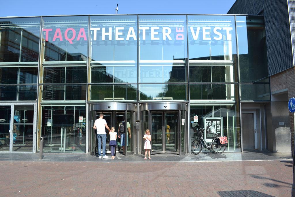 Op zoek naar de GVR in theater De Vest in Alkmaar.