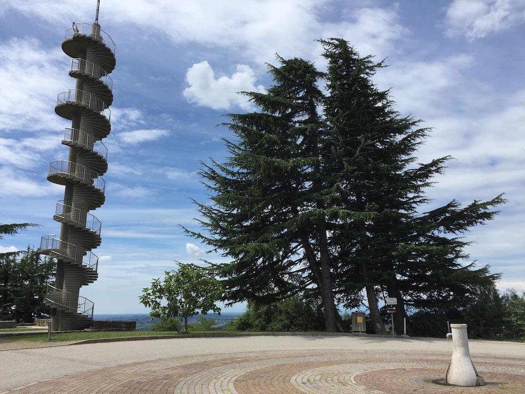 Uitkijktoren in Gonjace.