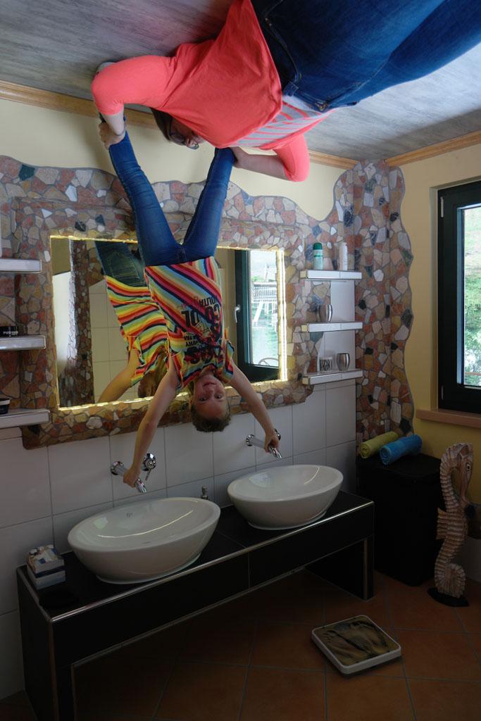 Ik plak aan het plafond!