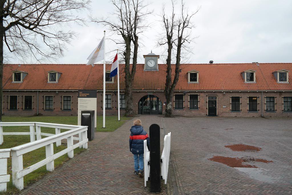 De ingang van het gevangenismuseum in Veenhuizen
