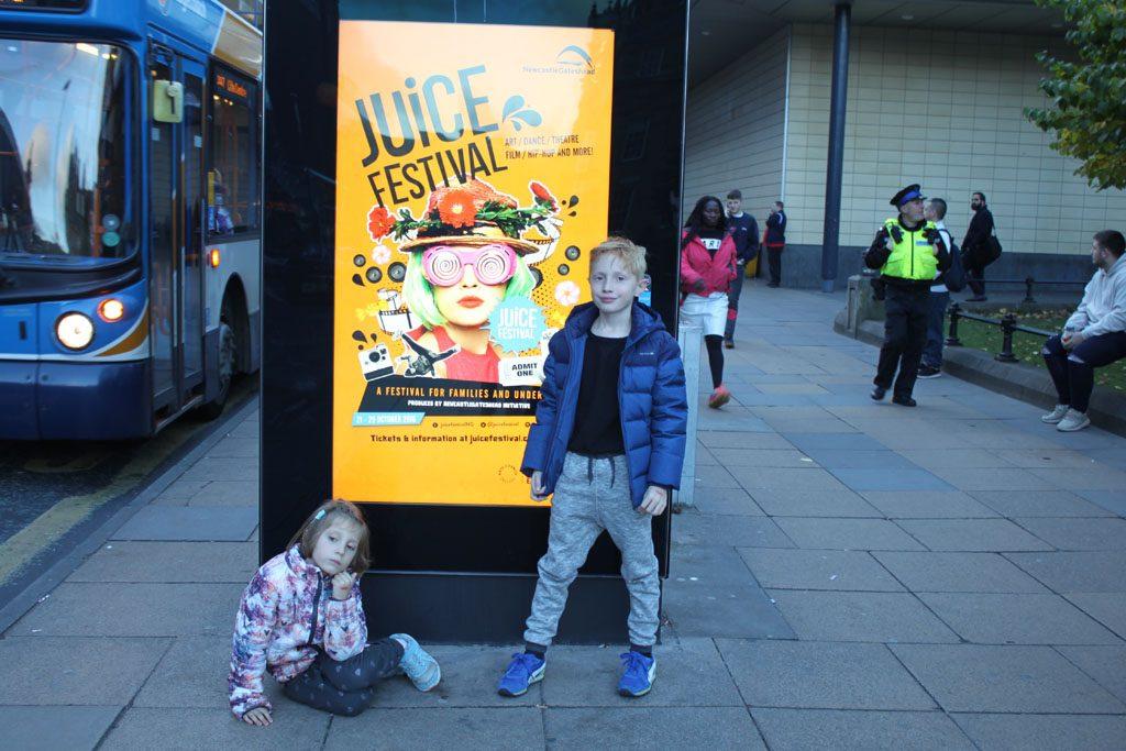 Door de hele stad is het Juice Festival te vinden.