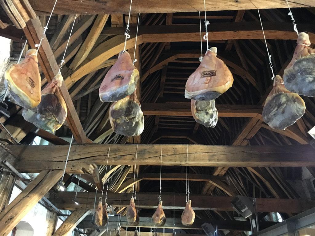 Hammen in het vleeshuis van Gent