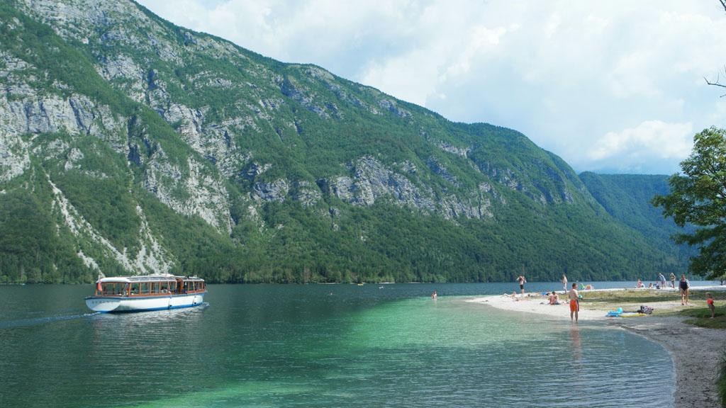 Op verschillende plekken kan je zwemmen in het meer.