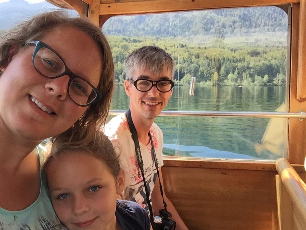 In de boot op het meer van Bohinj.