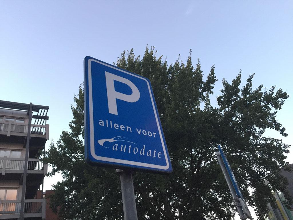 De auto's van Greenwheels hebben een vaste parkeerplek.