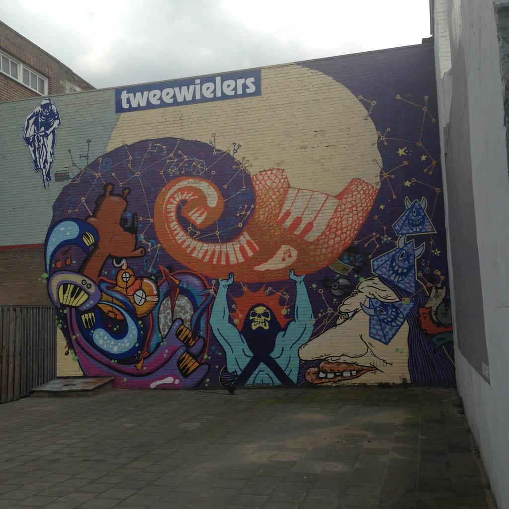 De Murals met de felle kleurtjes spreken de kinderen het meeste aan.