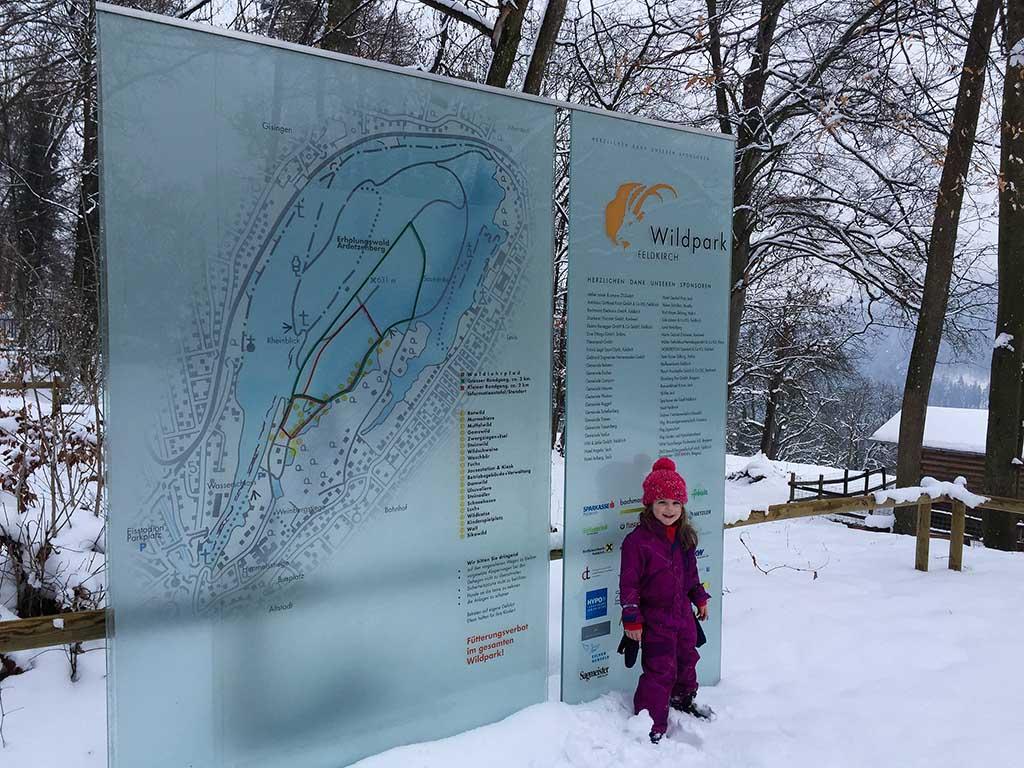 Voor de ingang van Wildpark Feldkirch.