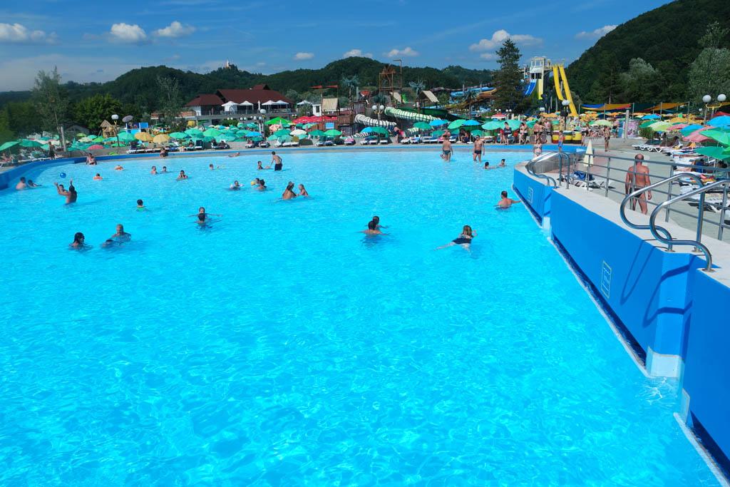 Het 'gewone' zwembad in Aqualuna.