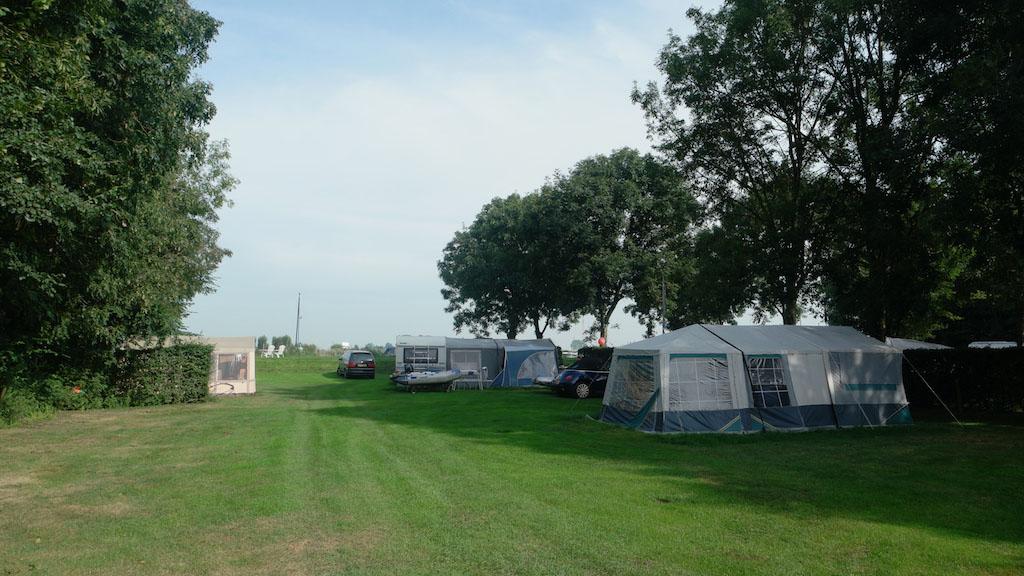 Een van de kampeervelden.